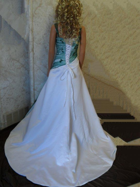 white and emerald wedding dress
