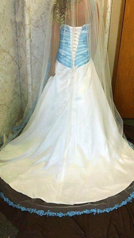 light ivory train veil with turquoise trim
