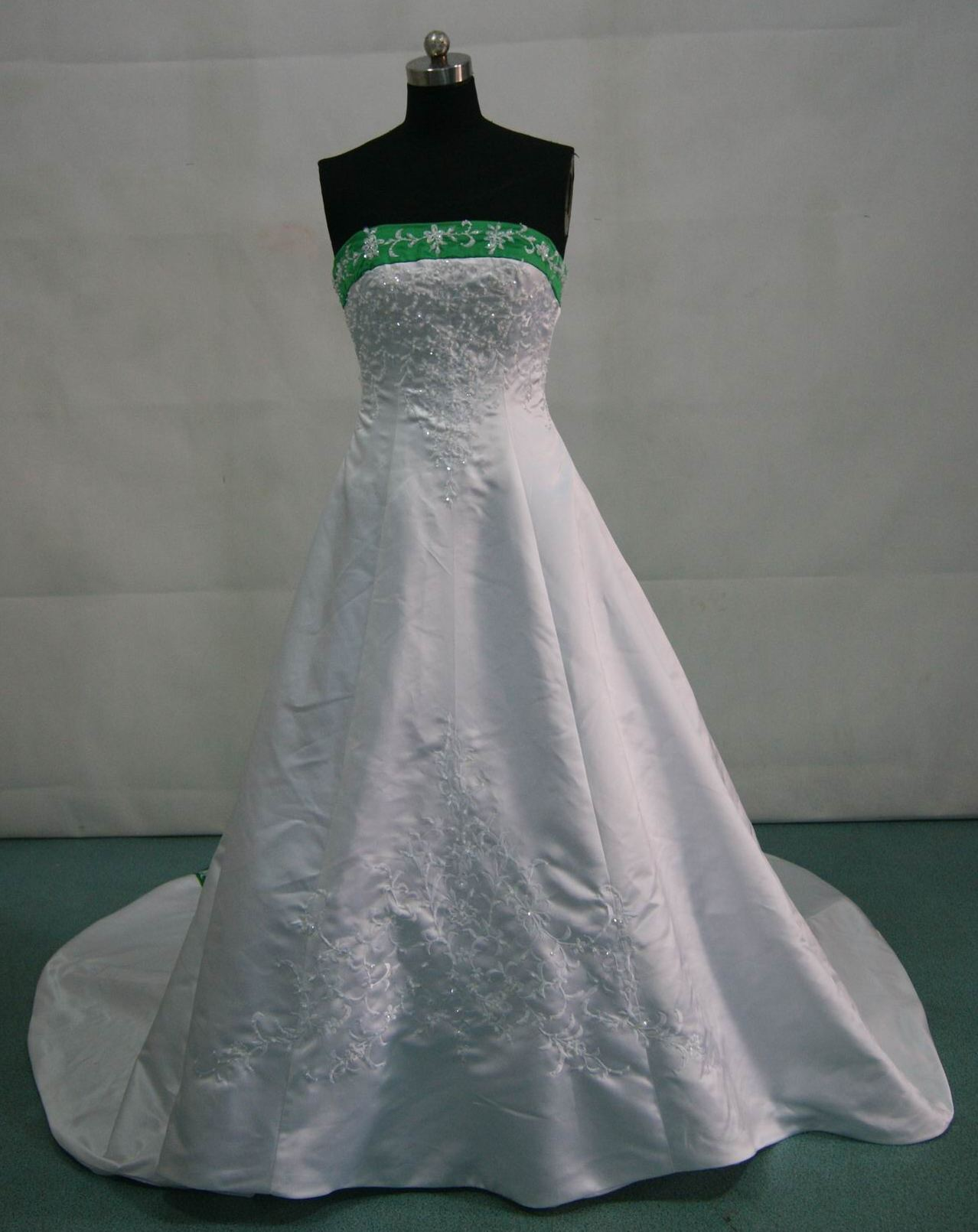 Size 8 Winter wedding gown - white and emerald green