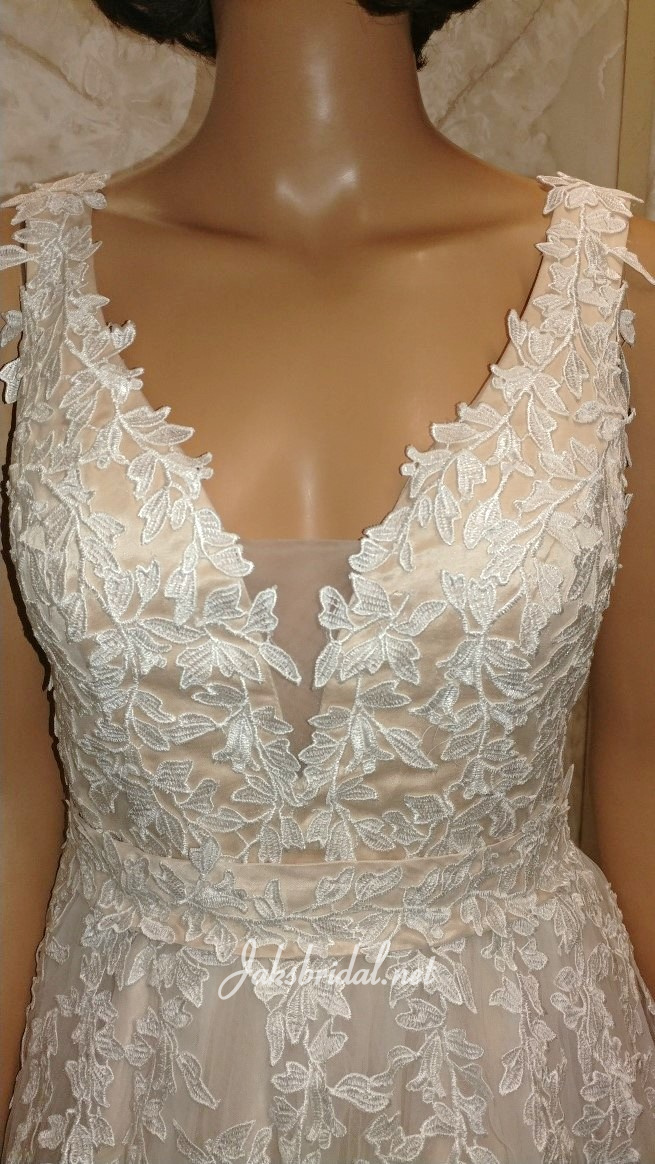 lace applique covered waistline