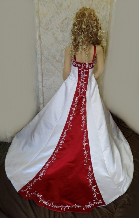 white and apple red miniature wedding dress train