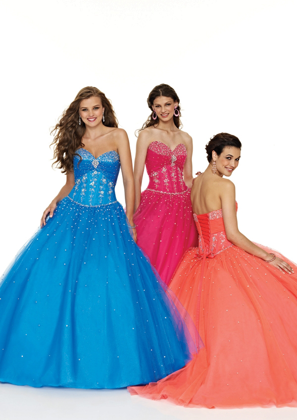 juniors sweetheart prom gown