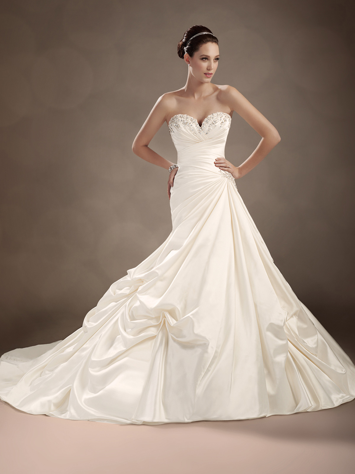 Side ruched wedding gown