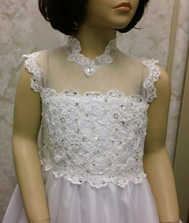 lace and sheer illusion bodice