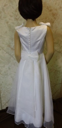 flower girl dress with bows on her shoulders