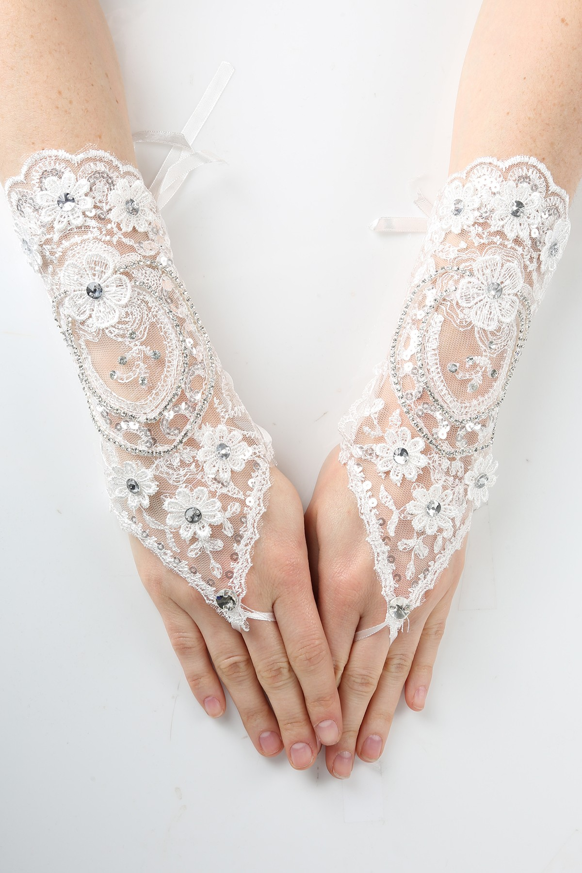 Girls white lace fingerless gloves