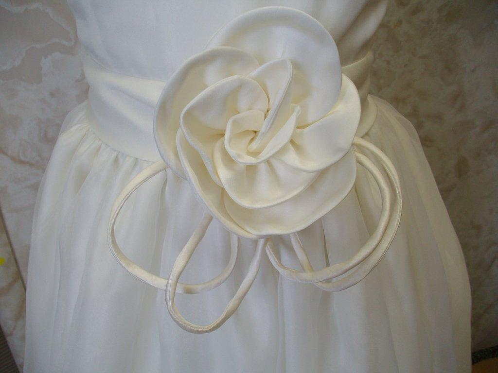 rose sash accent