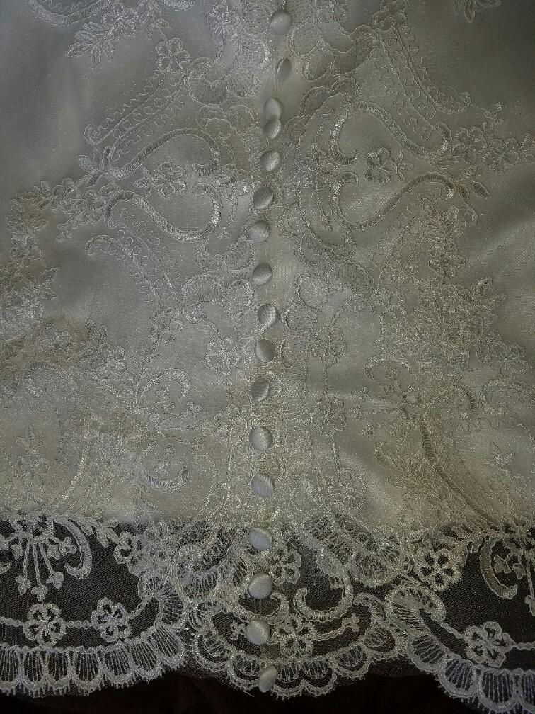 lace train with covered buttons