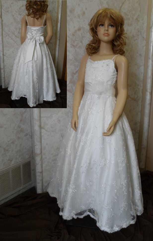 Sweetheart lace flower girl gown