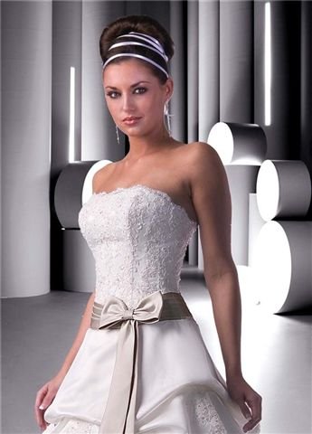 scalloped lace bodice accented with a bow