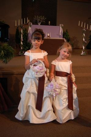flowergirls in pick up dresses