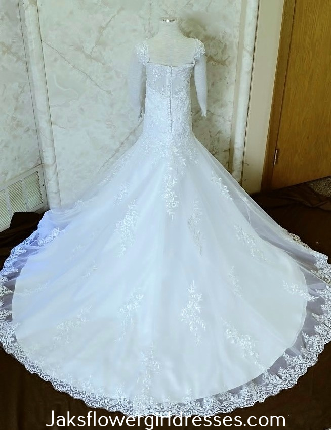 White miniature bride dress with lace train