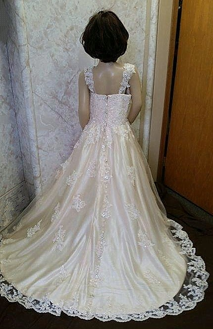 beautiful flower girl dress train
