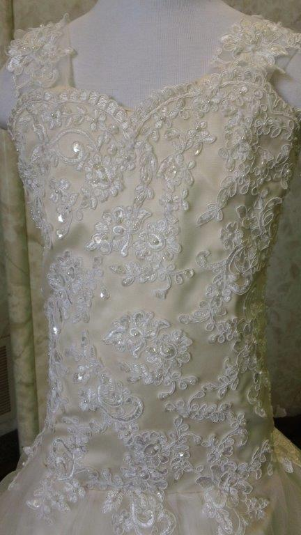 light champagne size 6 flower girl dress