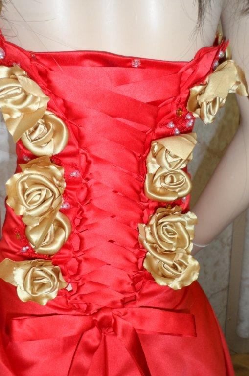 red with gold roses