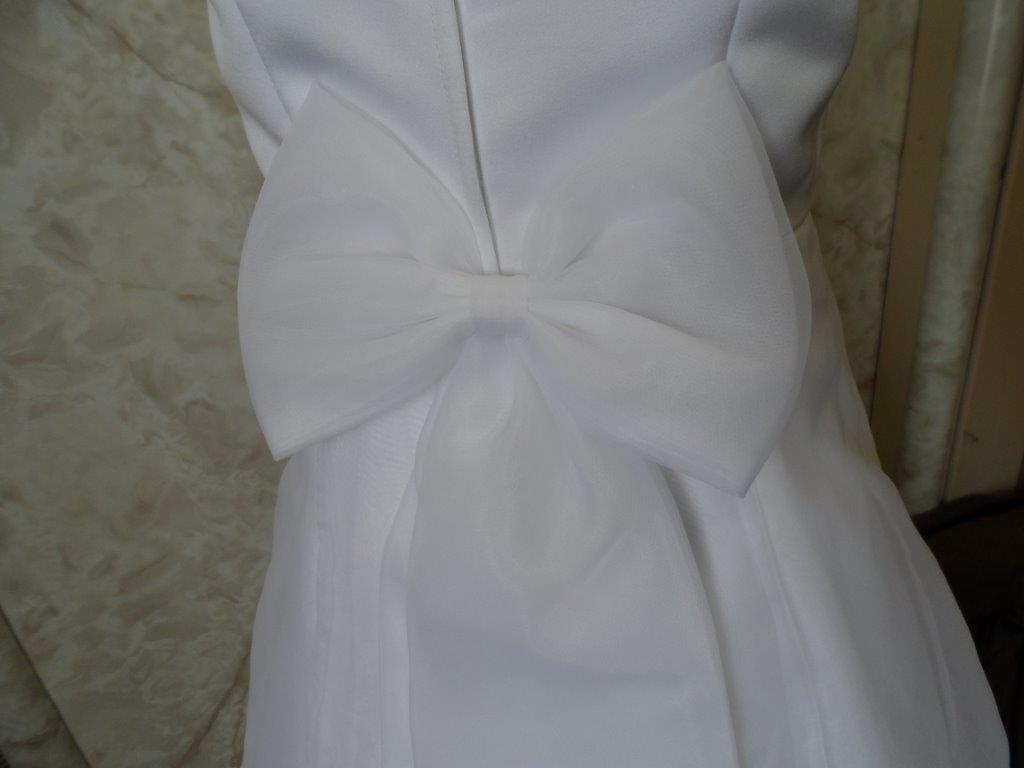 white flower girl dress without shoulder bowss